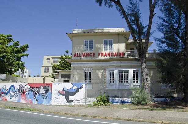 Fachada de la Alianza Francesa, centro de lenguajes centro cultural, ubicada en Santurce Puerto Rico